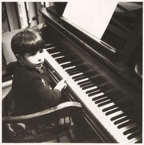 Olivier Milchberg, 3 years old, at the piano