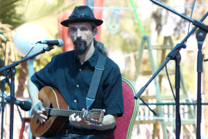 Olivier Milchberg playing Bouzouki with Passe Montagne, Sulam Yakov festival, Israel