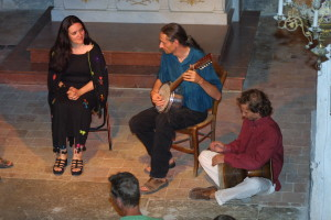 Olivier Milchberg playing Banjo with Francoise Atlan